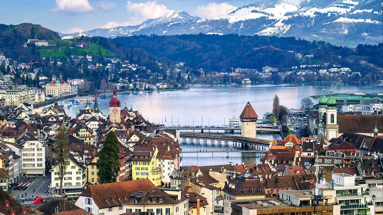Luzern mit Vierwaldstättersee | (c) 123rf