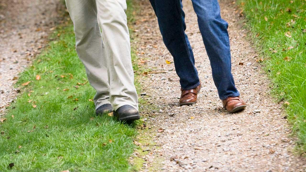 Beine von zwei Männern