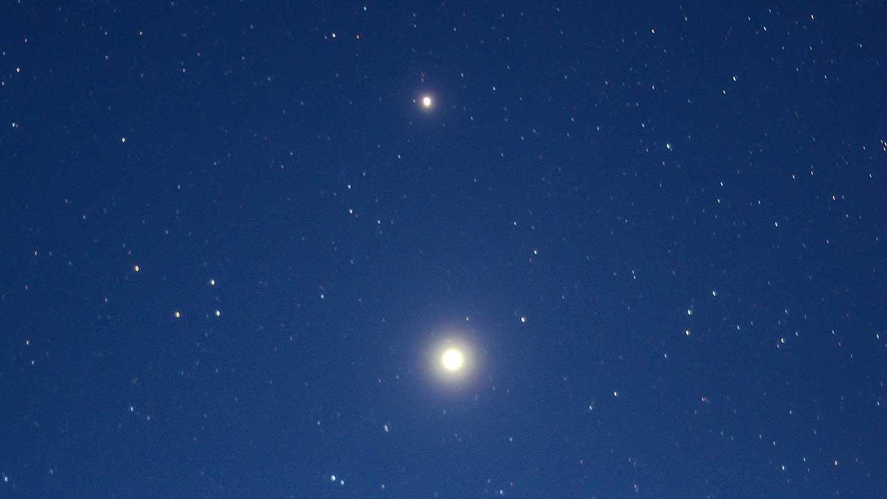 Jupiter und Saturn am morgendlichen Sternenhimmel