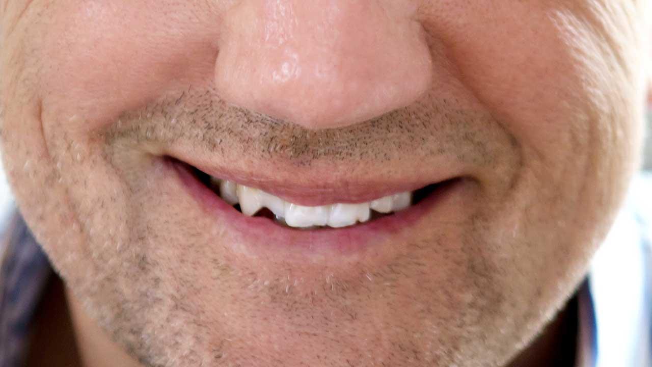Lächeln eines Mannes