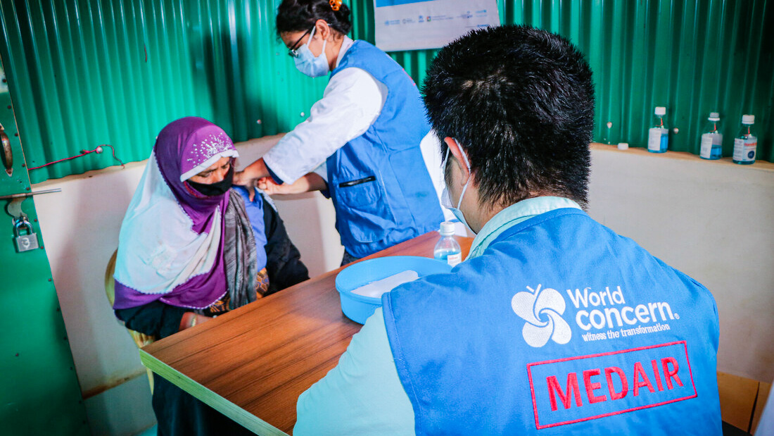 Medair impft in Bangladesh