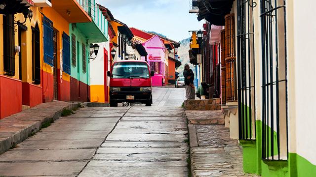 Strasse in einer mexikanischen Stadt