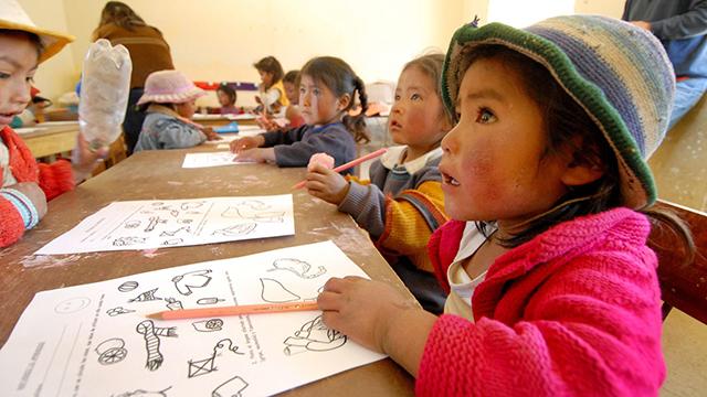 Kinder am Zeichnen | (c) 123rf