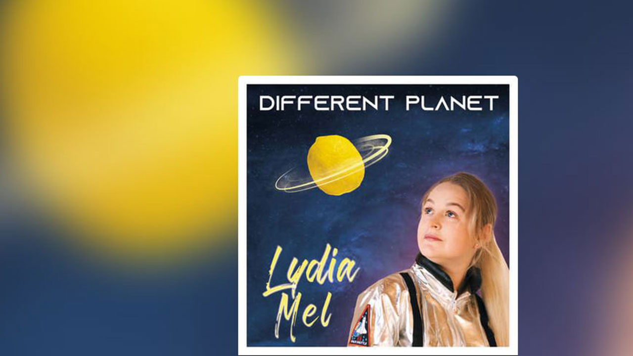 Lydia Mel mit Different Planet | (c) Lydia Mel