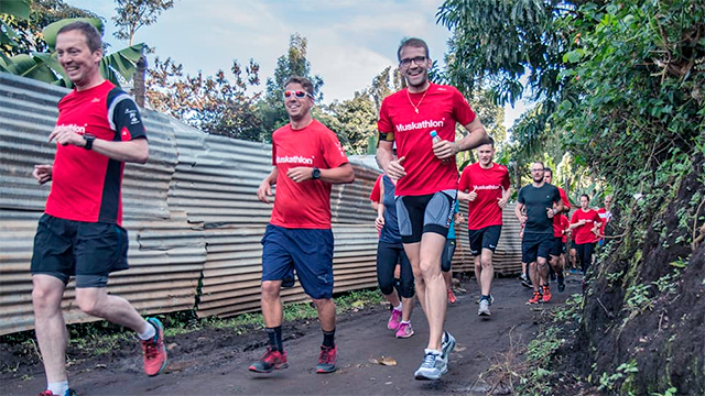 Läufer des Muskathlons in Tansania