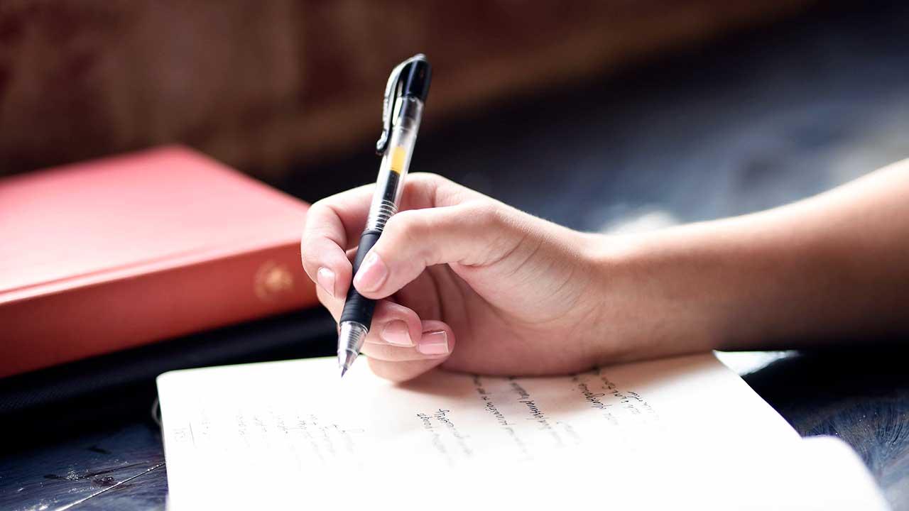 Beim Schreiben eines Tagebuchs