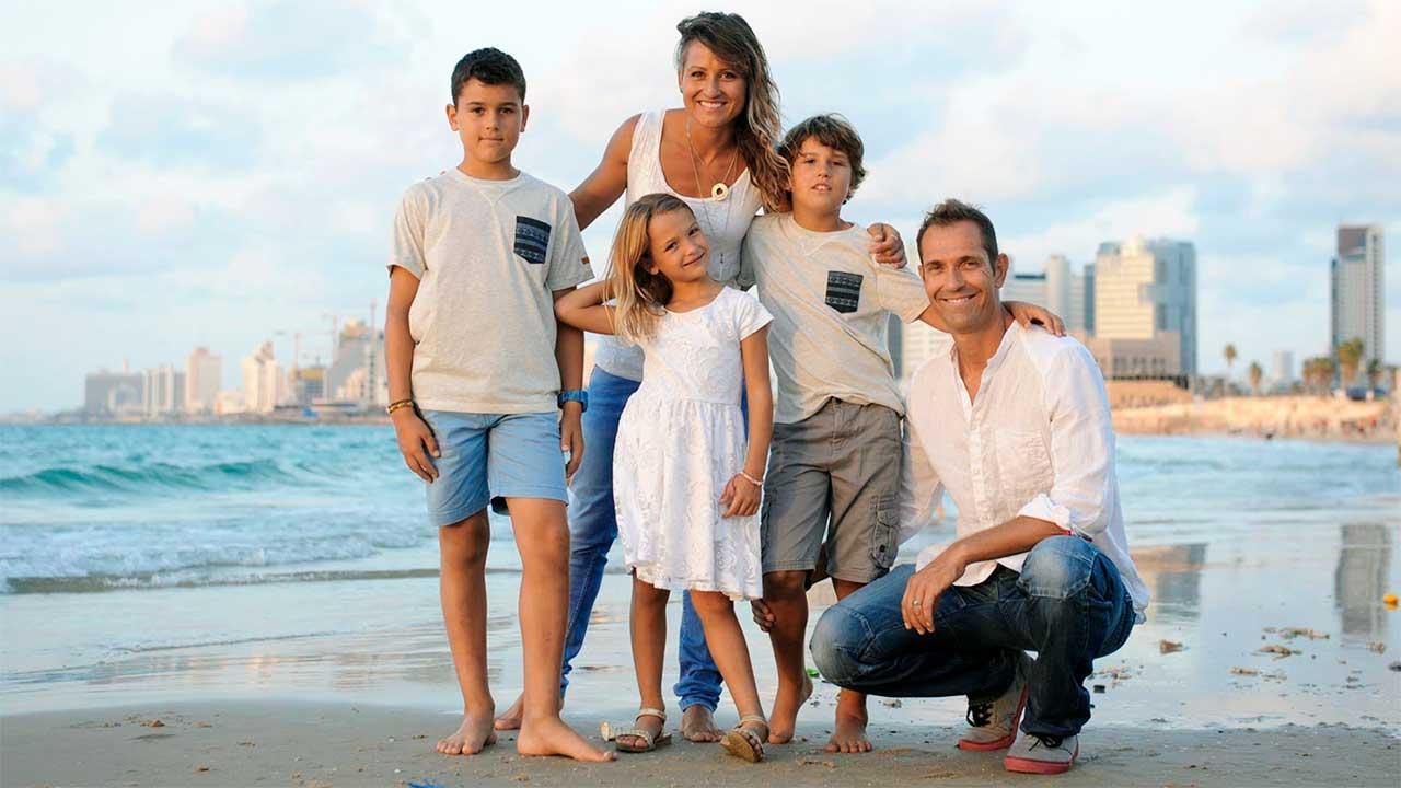 Tabea und Matt Oppliger mit Kindern | (c) privat
