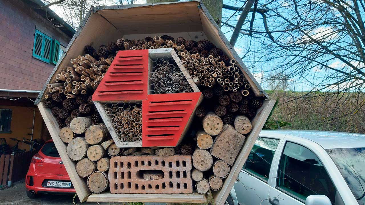 Bienenhotel des Osterwegs «OschtereUnderwägs» in Suhr-Gränichen