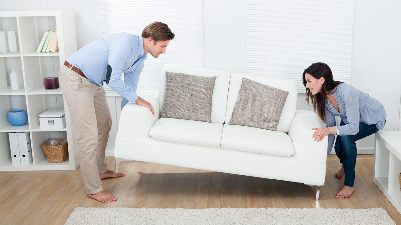 Neues Sofa kommt zum Hausrat dazu