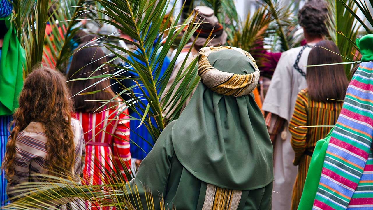 Teilnehmer einer Palmsonntag-Aufführung