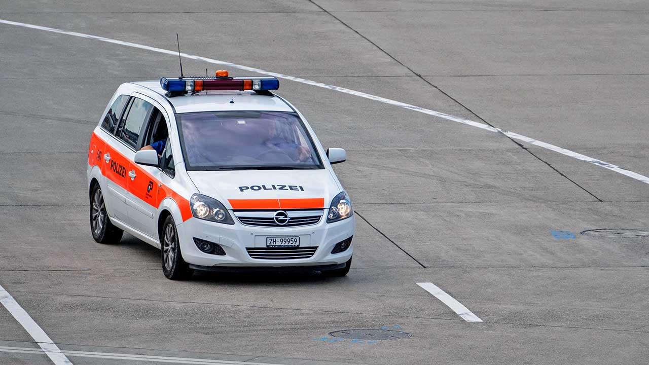 Polizeiauto unterwegs im Kanton Zürich