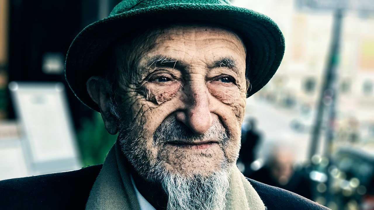 Falten im Gesicht erzählen Geschichten | (c) Filipe Almeida/Unsplash