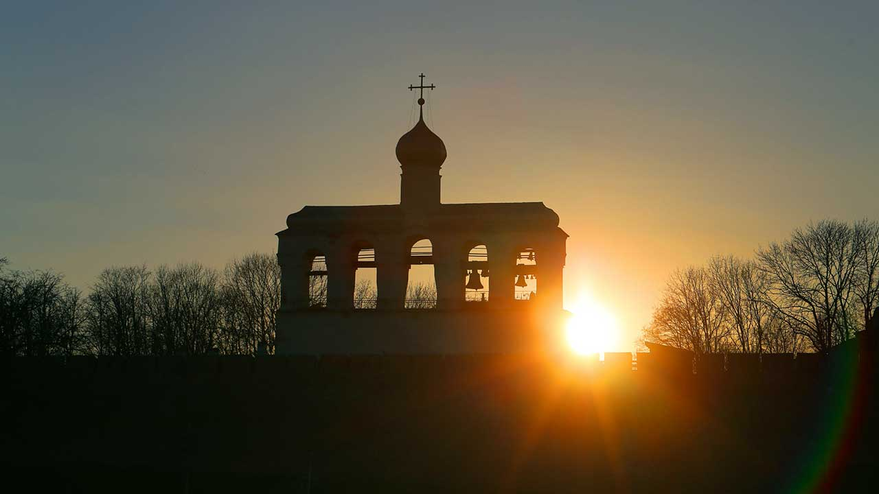 Sonnenaufgang bei Kirche in Veliky Novgorod, Russland | (c) 123rf