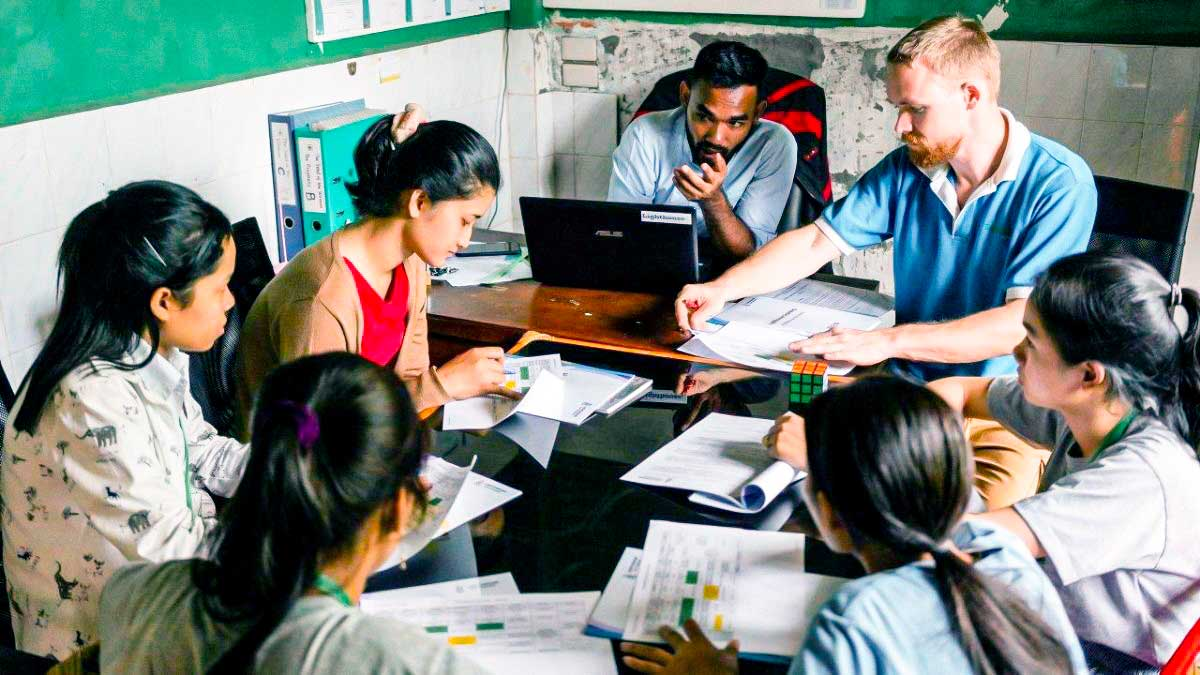 Mitarbeiter von SAM global bei einer Besprechung