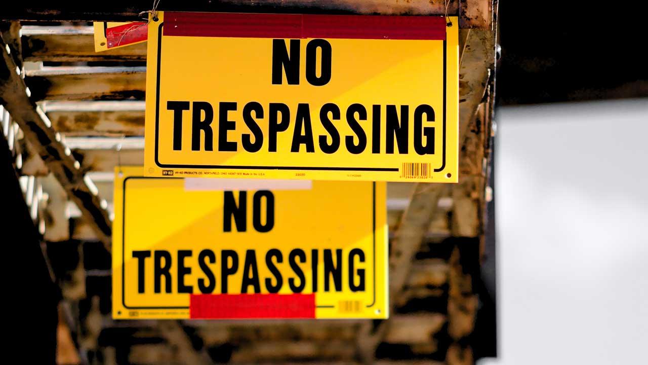 Schilder «No Trespassing»