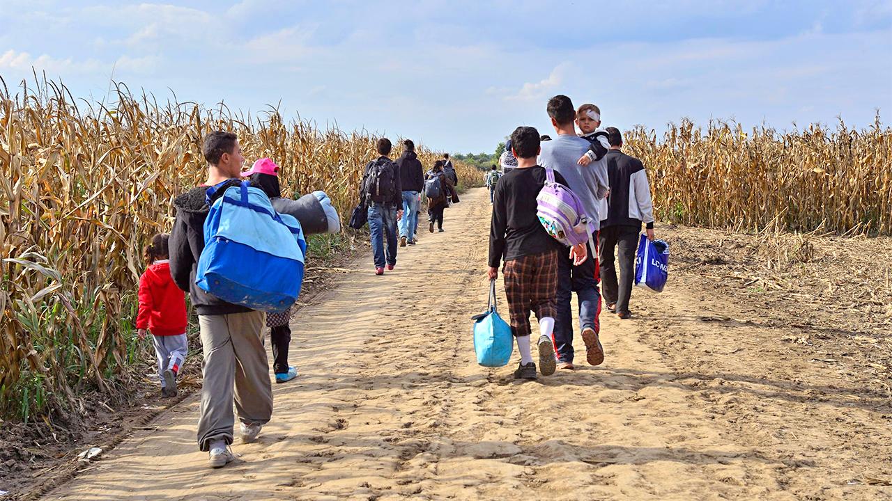 Flüchtlinge unterwegs in Serbien