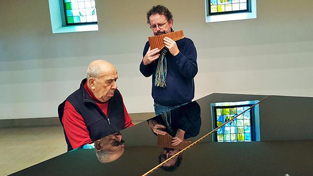 Tadey-Martin Servatko am Piano