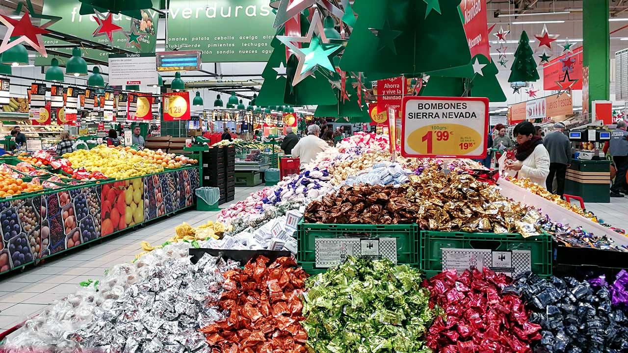 Weihnachtssüssigkeiten in einem Einkaufszentrum in Granada, Spanien | (c) 123rf