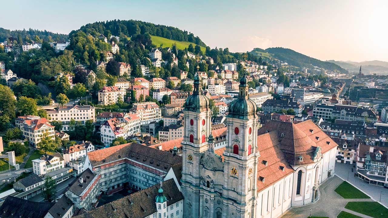 Blick auf Innenstadt von St. Gallen mit Kathedrale Richtung Süden