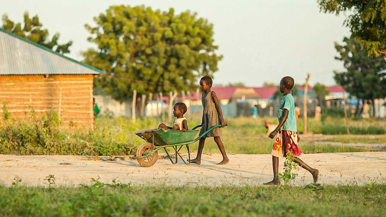 Kinder im Dorf Bor im Südsudan