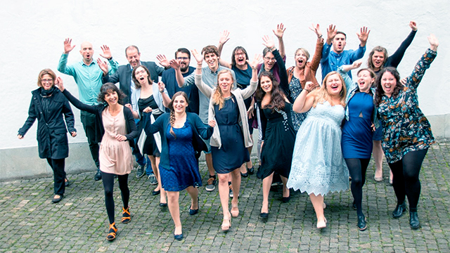 Diplomierte und Gaststudierende der Sozialdiakonie am TDS freuen sich