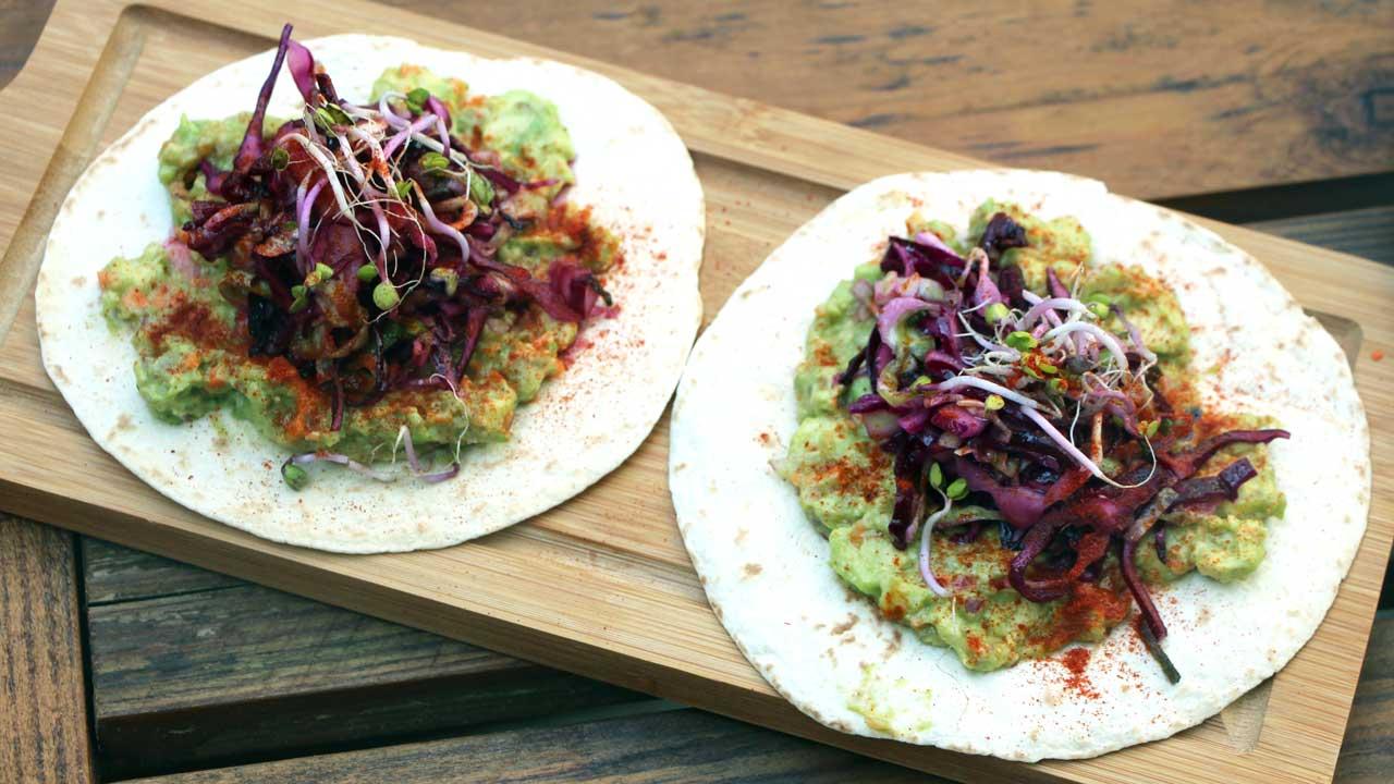 Tacos mit Avocado und Coleslaw