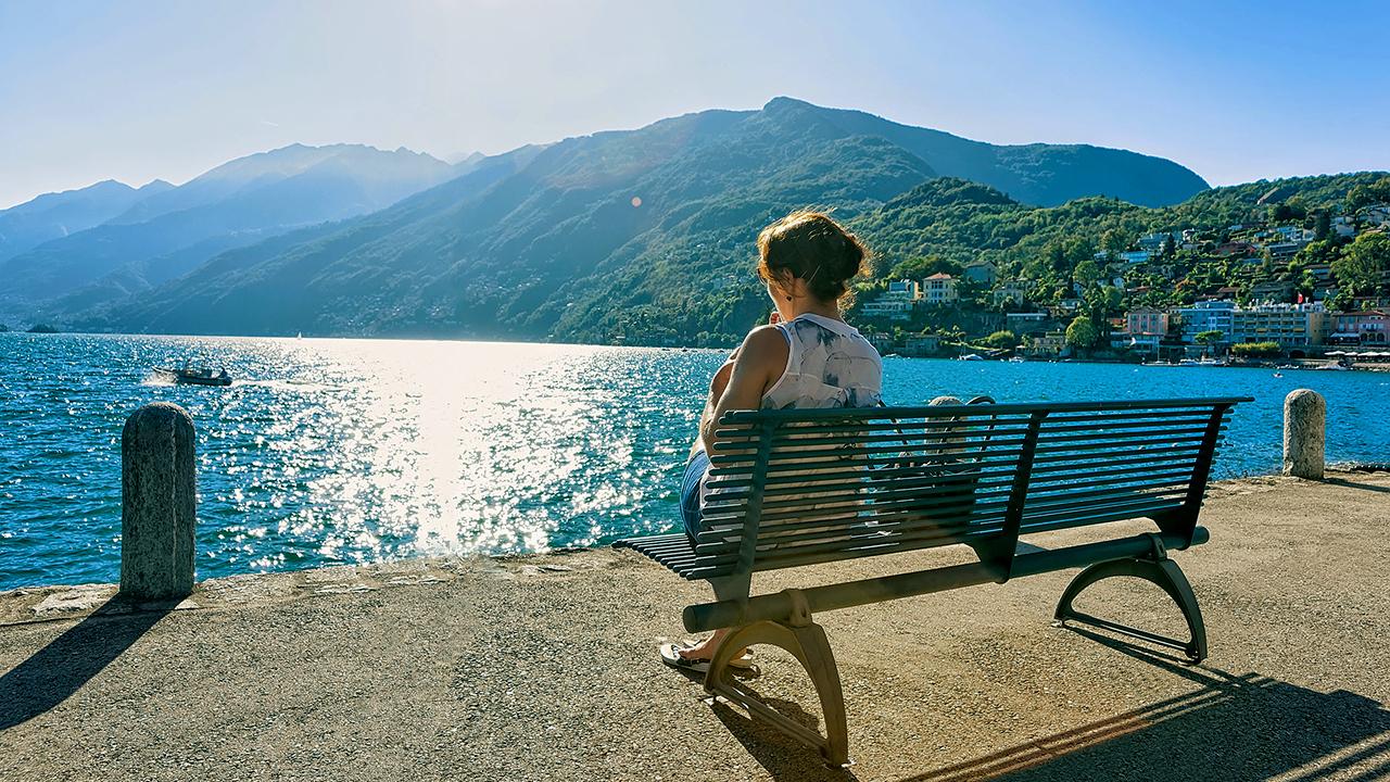 Bank am Ufer des Lago Maggiore in Ascona