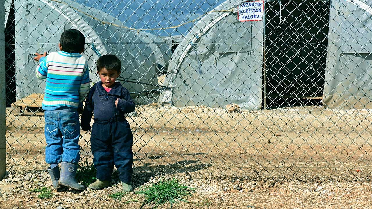 Syrische Kinder in einem Flüchtlingslager in Suruc, Türkei