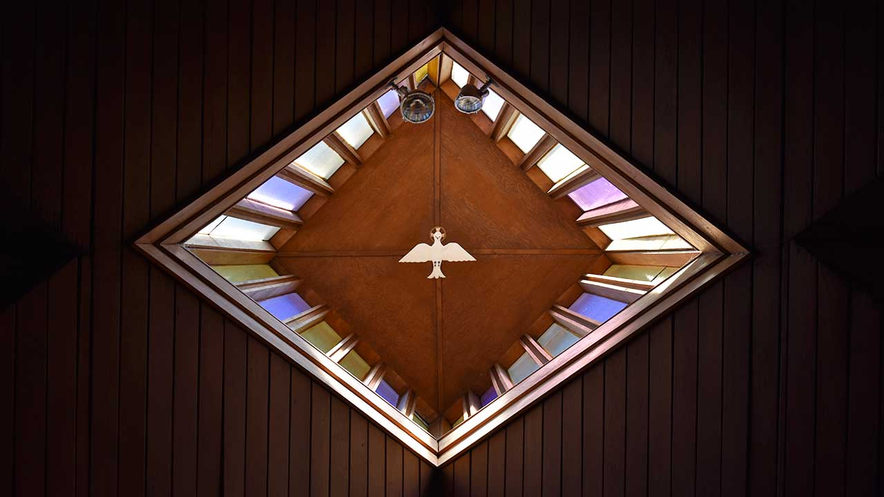 Taube an einer Kirchendecke in Augusta, Georgia als Symbol des Heiligen Geistes