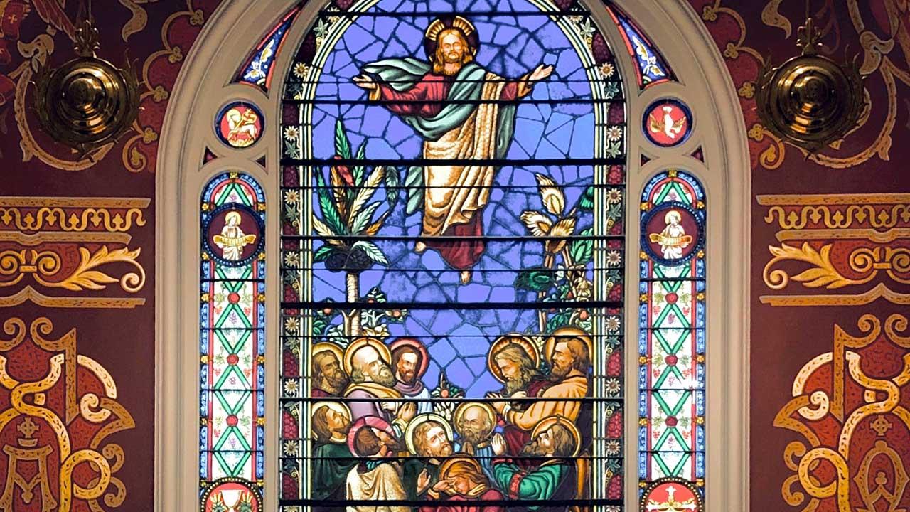 Auffahrt von Jesus: Kirchenfenster einer lutheranischen Kirche in Savannah, Georgia, USA