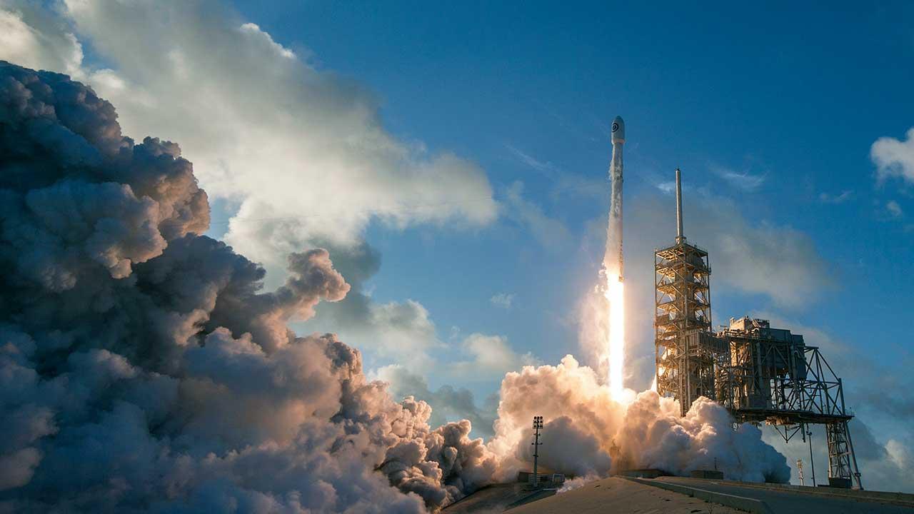 Start der Falcon-9-Raktete im Kennedy Space Center in den USA