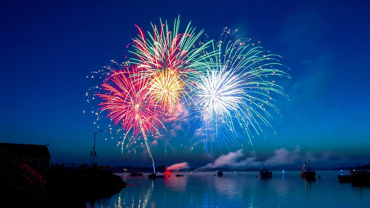 Feuerwerk im Hafen von Lubec, Maine, USA