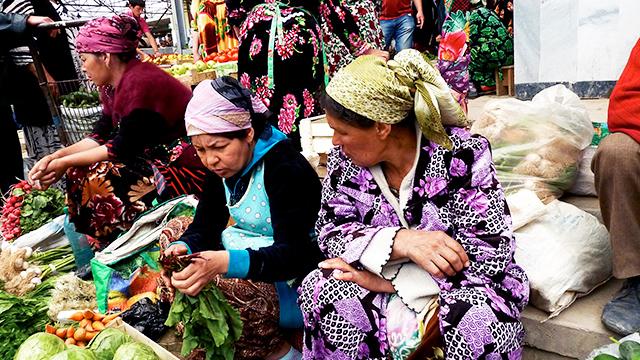Frauen im Markt von Samarkand, Usbekistan