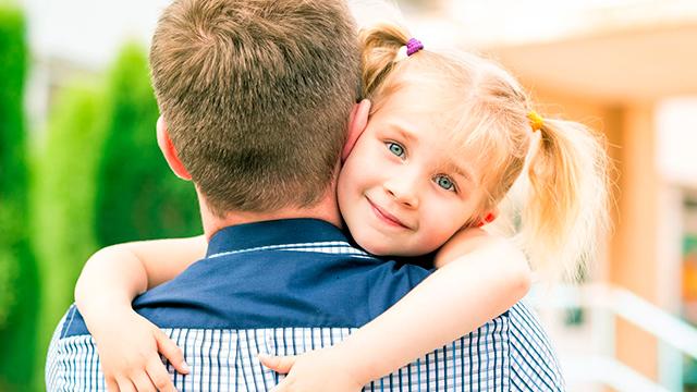 Gesundes Vertrauen vom Kind zum Vater