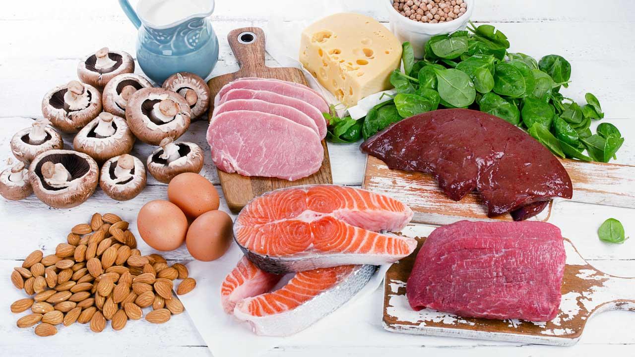 Lebensmittel mit Vitamin B2: Lachs, Käse, Eier und andere