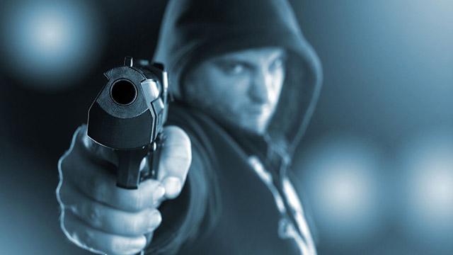 Mann zielt mit Pistole | (c) unbekannt