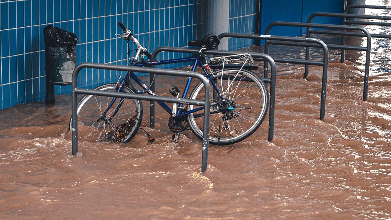 Unwetter und Flutwellen
