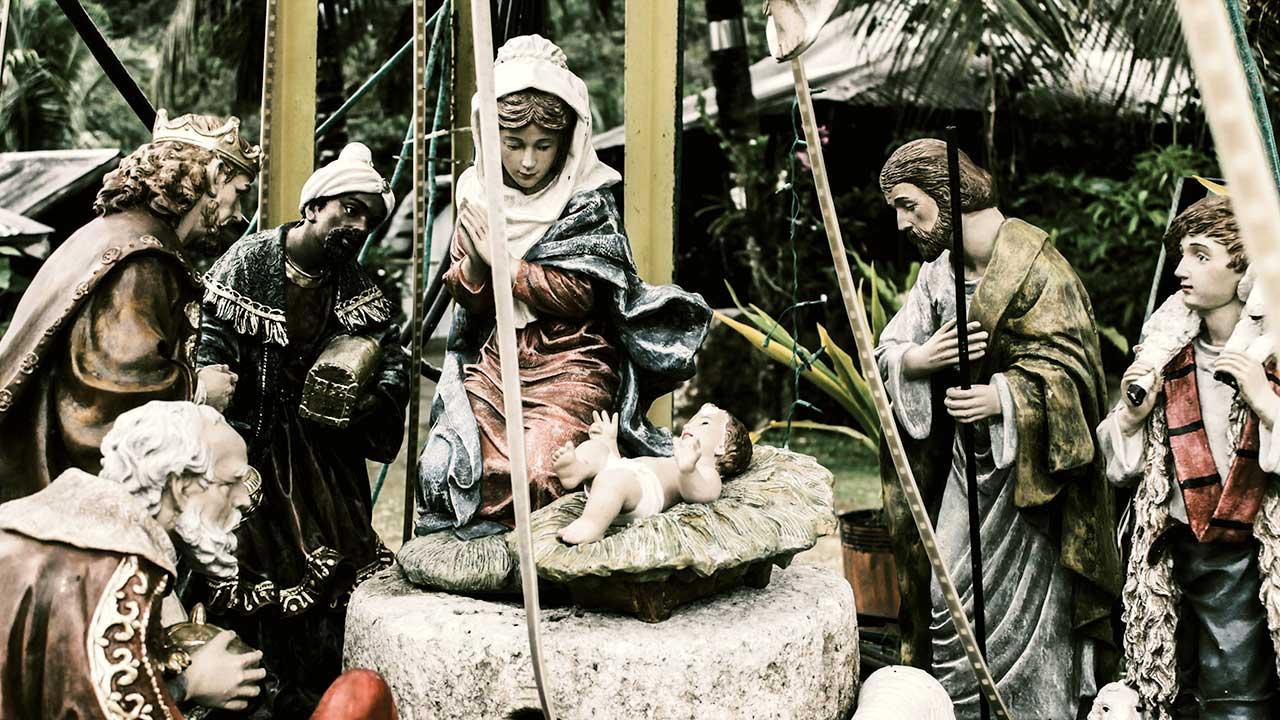 Stilisierte Szene mit weihnachtlichen Krippenfiguren | (c) c Batang Latagaw/Unsplash