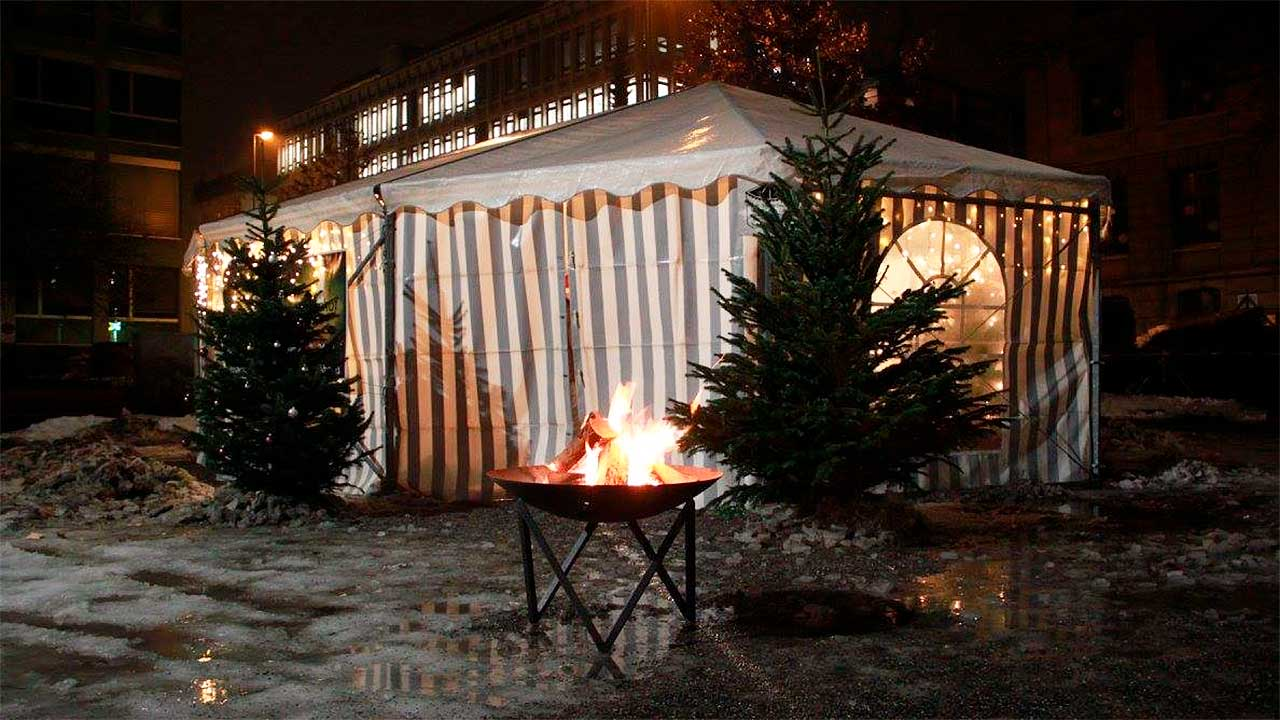 Weihachten am Bahnhof: Zelt von aussen | (c) Weihnachten am Bahnhof