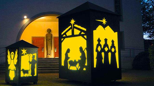 XXL Laternen leuchten an Weihnachten   (c) Agentur C