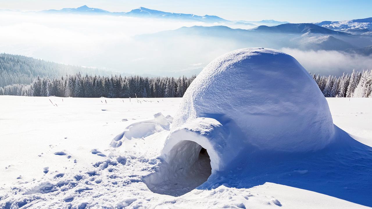 Iglu in einer Schneelandschaft