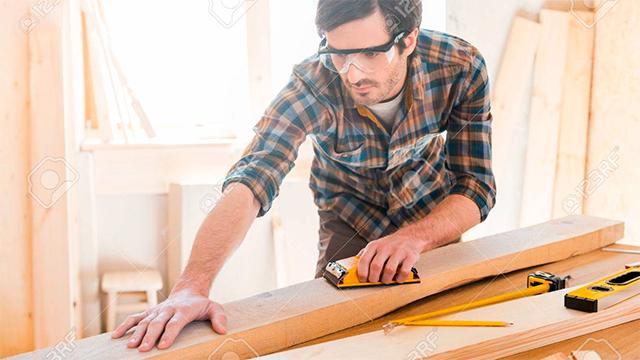 Das Arbeiten mit Holz ist seine Welt: Zimmermann