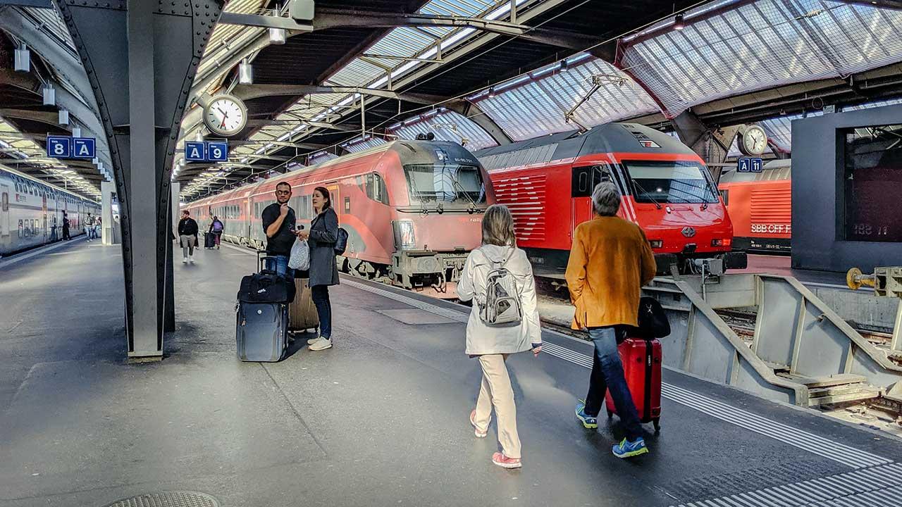 Bahnsteige im Hauptbahnhof Zürich
