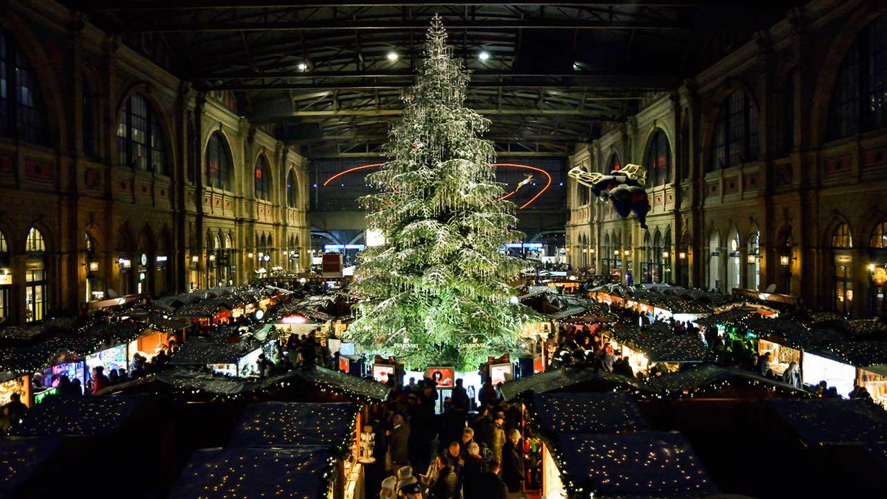 Weihnachtsmarkt im Hauptbahnhof Zürich | (c) 123rf