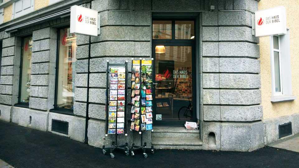 Eingang zum Haus der Bibel in Zürich