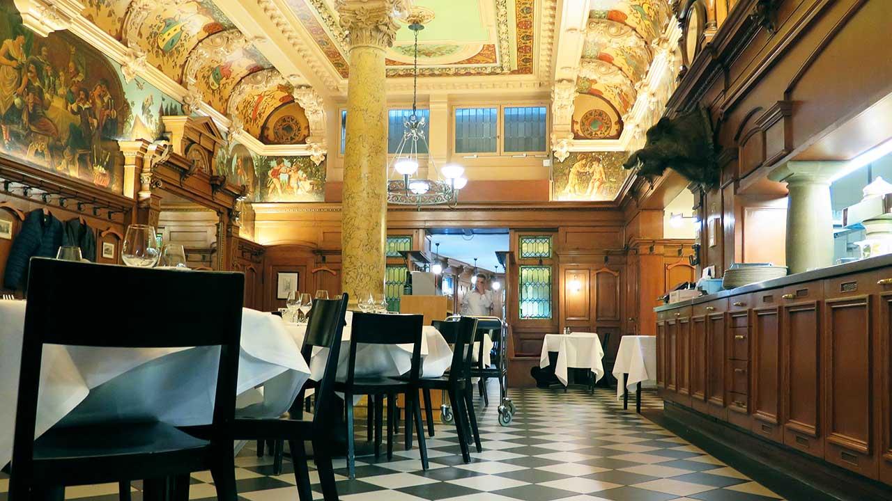 Im Inneren des Restaurants zum Kropf in Zürich