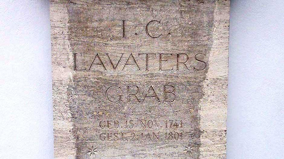 Das Lavater-Grab der St.-Peters-Kirche in Zürich
