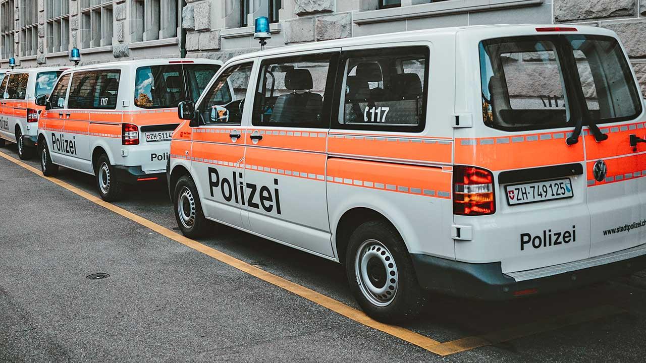 Polizeiwagen in der Stadt Zürich