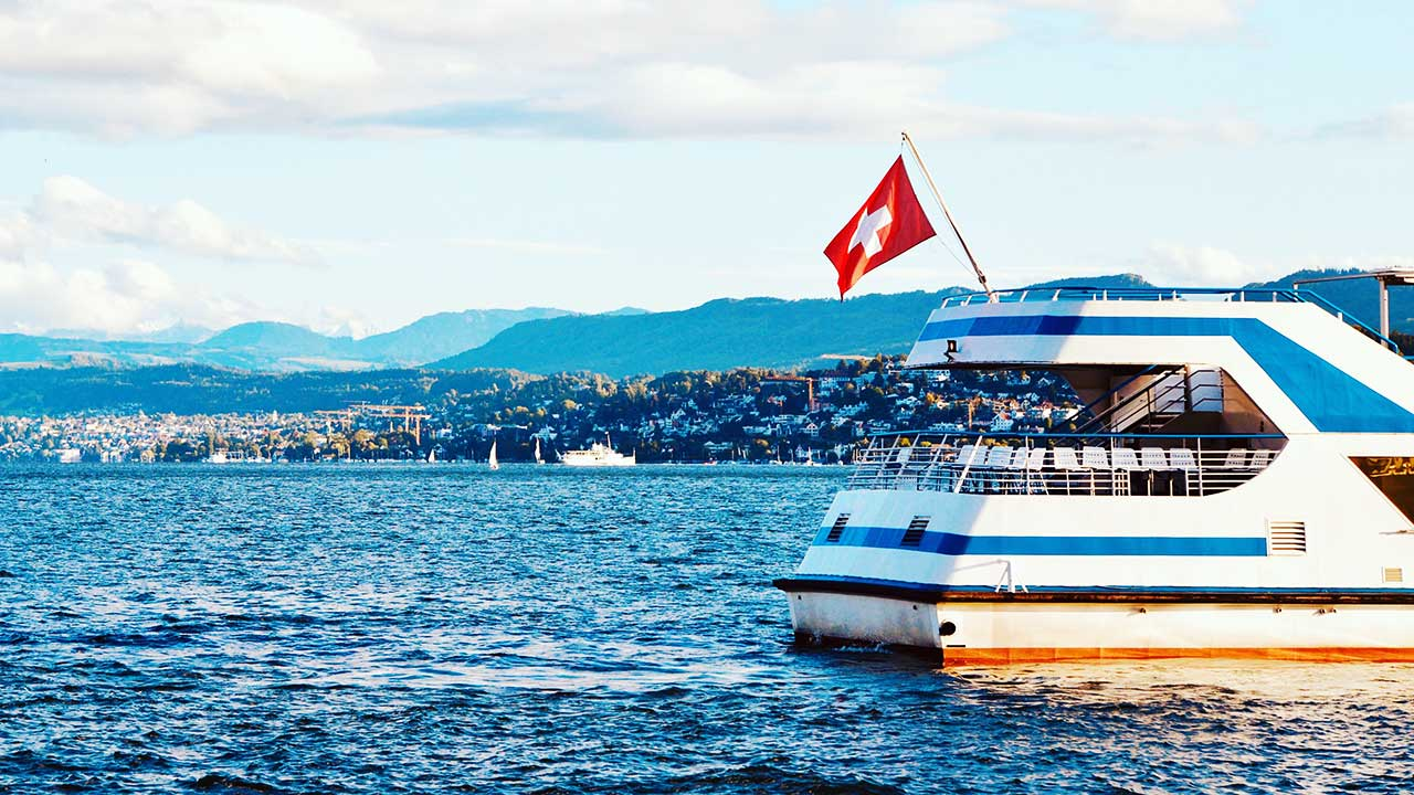 Schiff auf dem Zürichsee bei Meilen