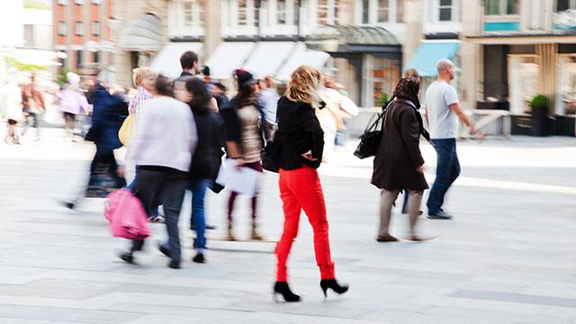 Menschen in der Stadt | (c) Fotolia